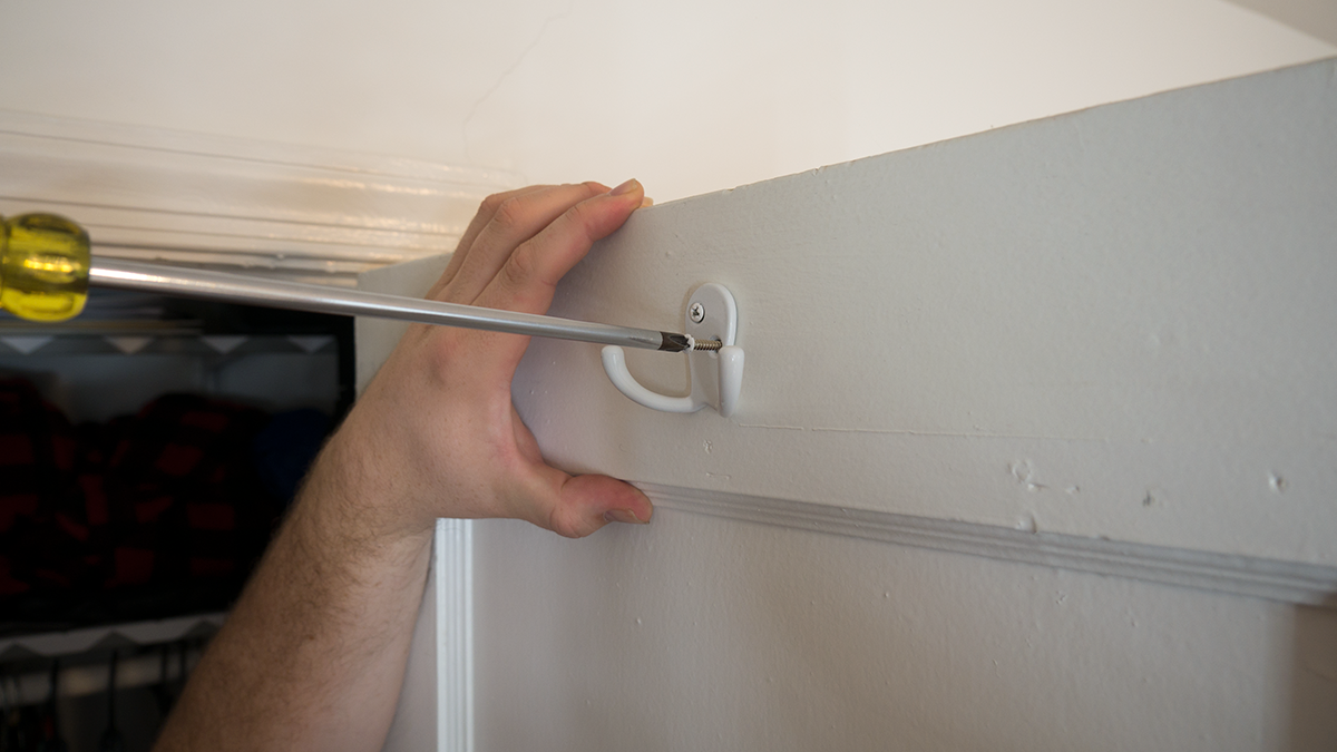How To Install Hollow Wall Anchors Set The Screw